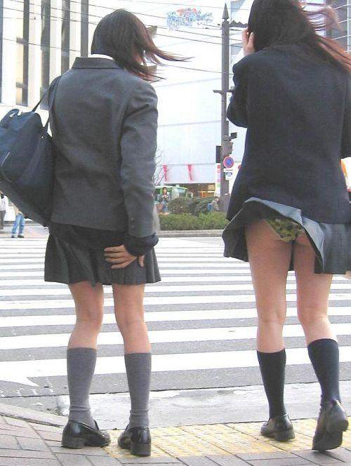 女子高生のミニスカからパンティとお尻が突き出しちゃってるエロ画像 38枚 part.11 No.9