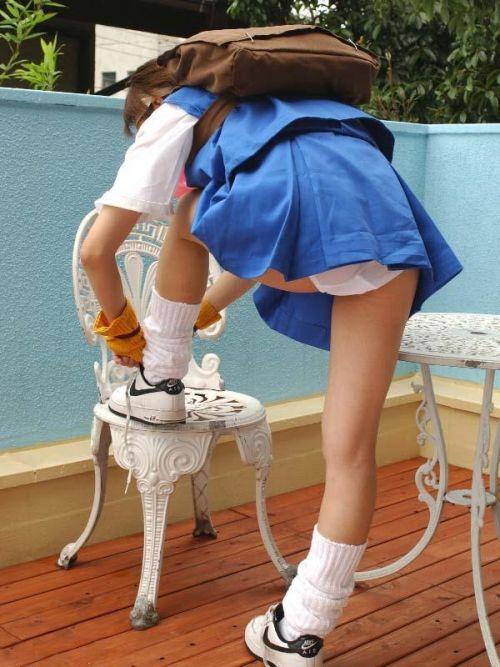 女子高生のミニスカからパンティとお尻が突き出しちゃってるエロ画像 38枚 part.11 No.25