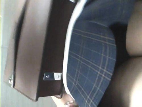 【画像】階段の下から見上げたミニスカJKのパンチラエロ過ぎwww 31枚 No.18