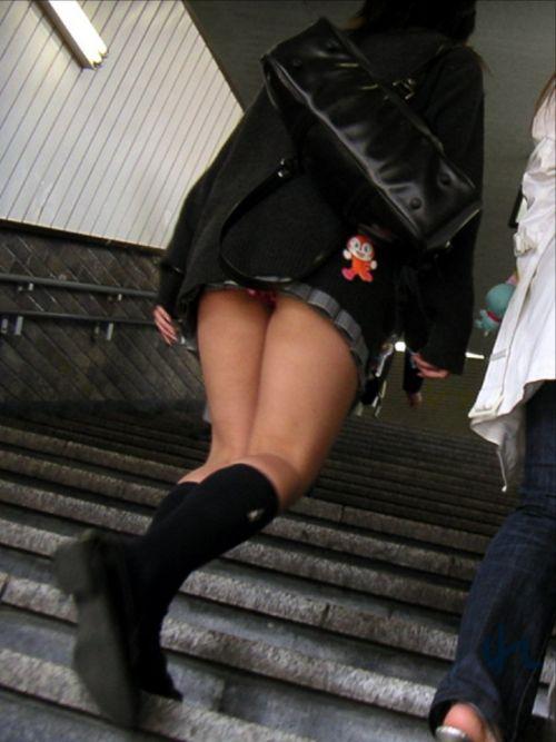 【画像】階段の下から見上げたミニスカJKのパンチラエロ過ぎwww 31枚 No.20