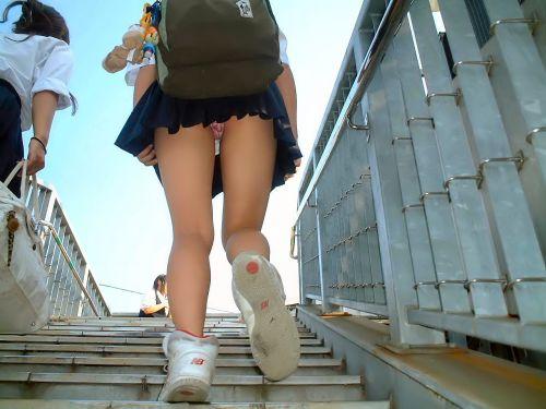 【画像】階段の下から見上げたミニスカJKのパンチラエロ過ぎwww 31枚 No.24