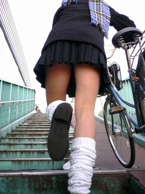 【画像】階段の下から見上げたミニスカJKのパンチラエロ過ぎwww 31枚 No.31