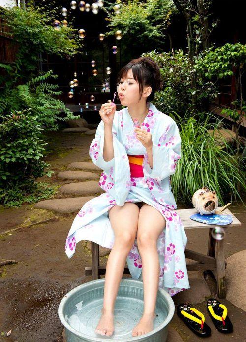 浴衣の股間が丸出しになってるエロ画像まとめ 33枚 No.4