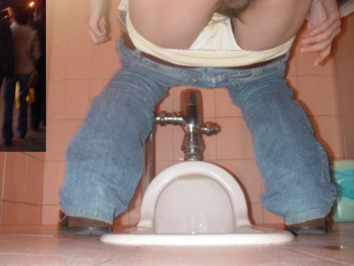 【女子トイレ盗撮お尻画像】和式便所を後方下から覗いた結果www 37枚 part.2 No.9