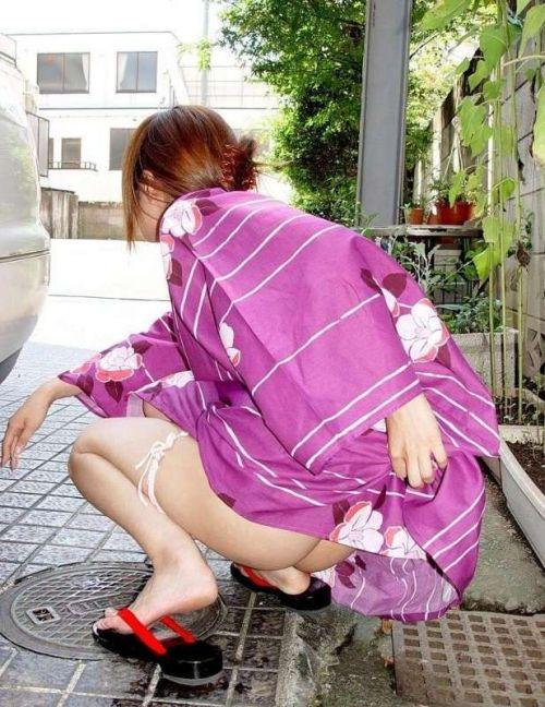 浴衣を着たままお尻を出しちゃってる女性達のエロ画像 36枚 No.10
