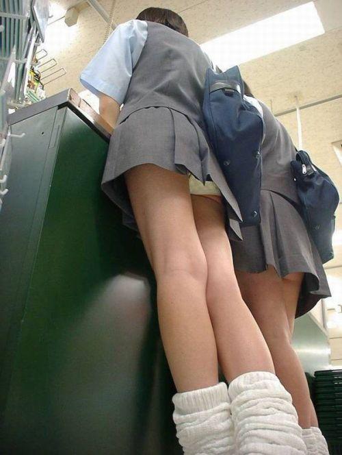 JKのお尻とパンチラを下からゆったり眺める画像が抜ける件 No.5