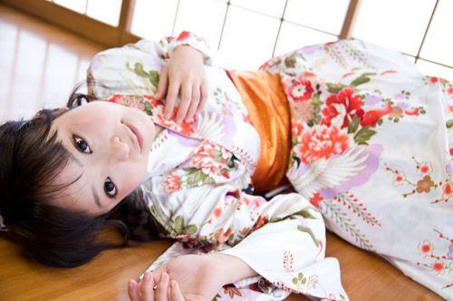 【画像】ノーパン・ノーブラの着物を着た和服美人がエロ過ぎww 34枚 No.12