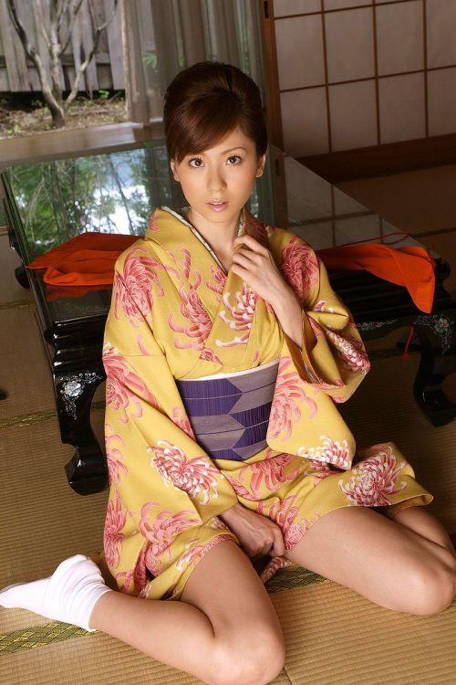 【画像】ノーパン・ノーブラの着物を着た和服美人がエロ過ぎww 34枚 No.23