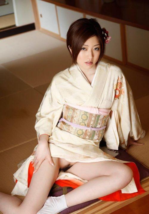 【画像】ノーパン・ノーブラの着物を着た和服美人がエロ過ぎww 34枚 No.31