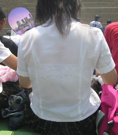 JKの透けた背中のブラ紐がクッキリ見えるとてキュンってなるよな^^ No.33