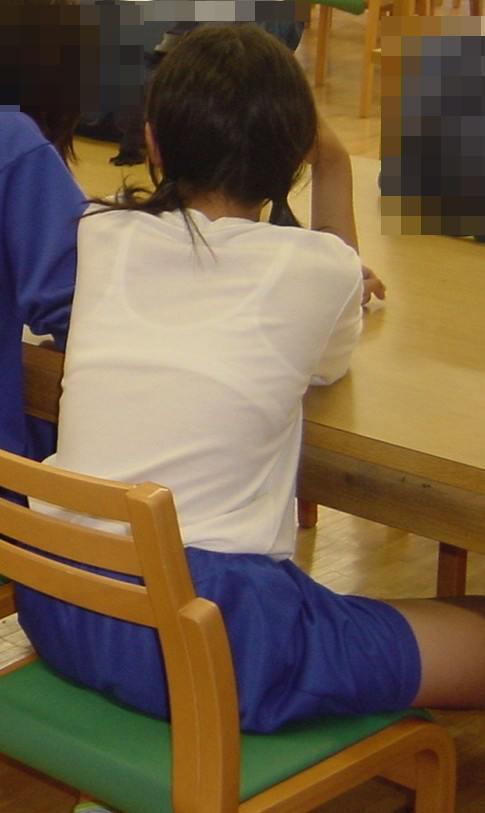 JKの透けた背中のブラ紐がクッキリ見えるとてキュンってなるよな^^ No.37