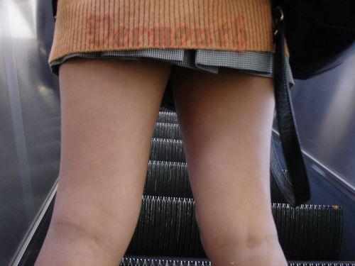 ルーズソックスを履いた女子校生のフレッシュな太もものエロ画像 No.3