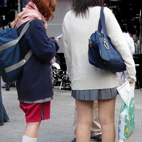 ルーズソックスを履いた女子校生のフレッシュな太もものエロ画像 No.19