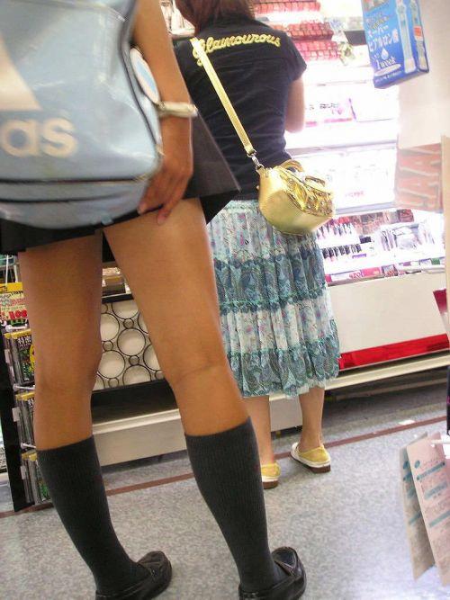 ルーズソックスを履いた女子校生のフレッシュな太もものエロ画像 No.21