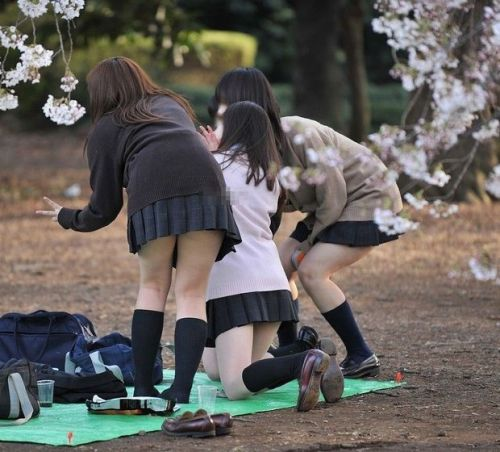 ルーズソックスを履いた女子校生のフレッシュな太もものエロ画像 No.22
