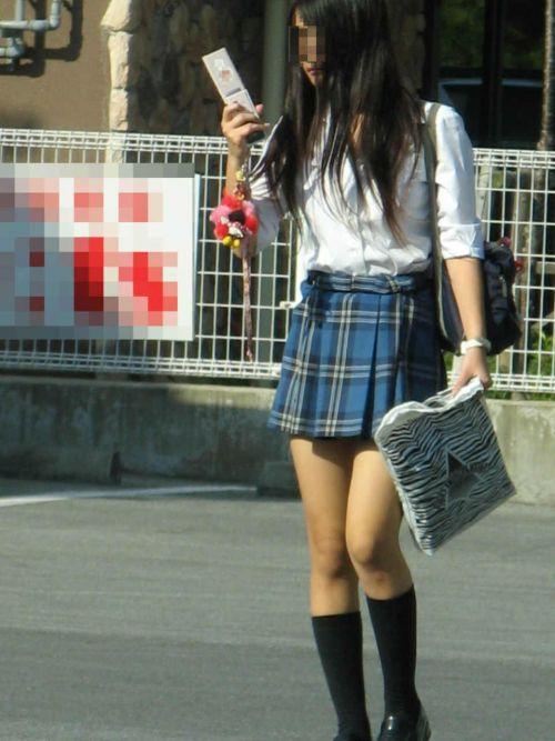 ルーズソックスを履いた女子校生のフレッシュな太もものエロ画像 No.25