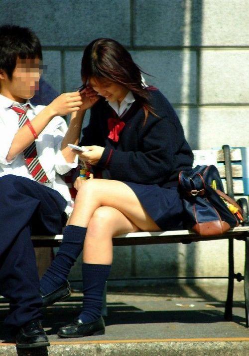 ルーズソックスを履いた女子校生のフレッシュな太もものエロ画像 No.26