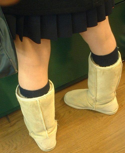 ルーズソックスを履いた女子校生のフレッシュな太もものエロ画像 No.29