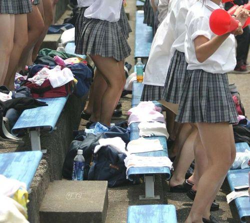 ルーズソックスを履いた女子校生のフレッシュな太もものエロ画像 No.33