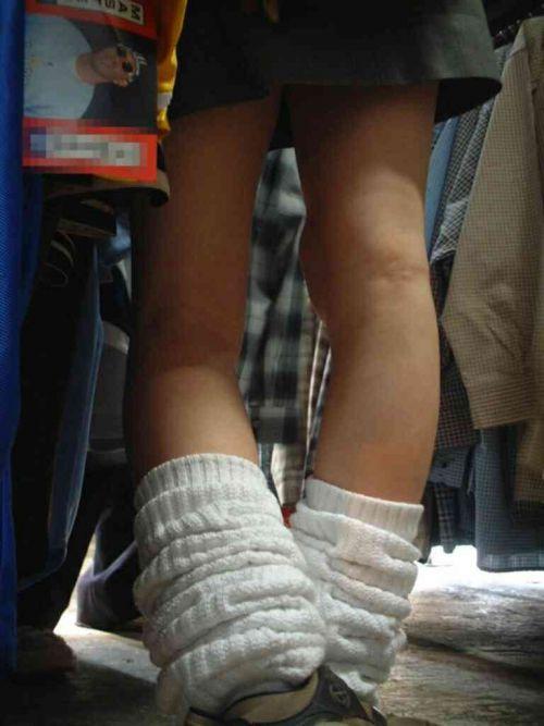 ルーズソックスを履いた女子校生のフレッシュな太もものエロ画像 No.35