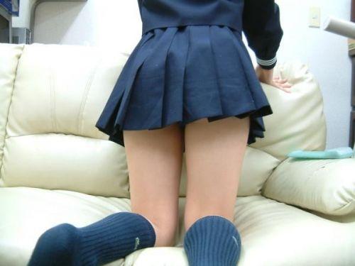 ルーズソックスを履いた女子校生のフレッシュな太もものエロ画像 No.36