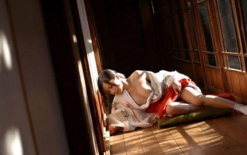 処女しかなれない巫女さんの全裸という背徳感を楽しむエロ画像 32枚 No.20