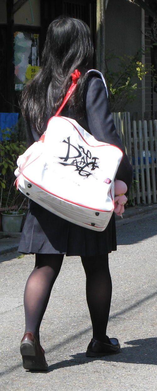 女子校生のミニスカに黒タイツが清楚かつエロく見える件 37枚 No.2