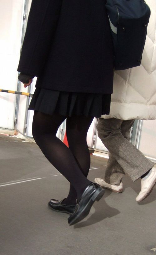 女子校生のミニスカに黒タイツが清楚かつエロく見える件 37枚 No.4