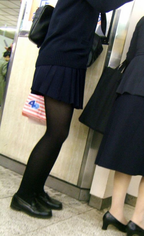 女子校生のミニスカに黒タイツが清楚かつエロく見える件 37枚 No.6