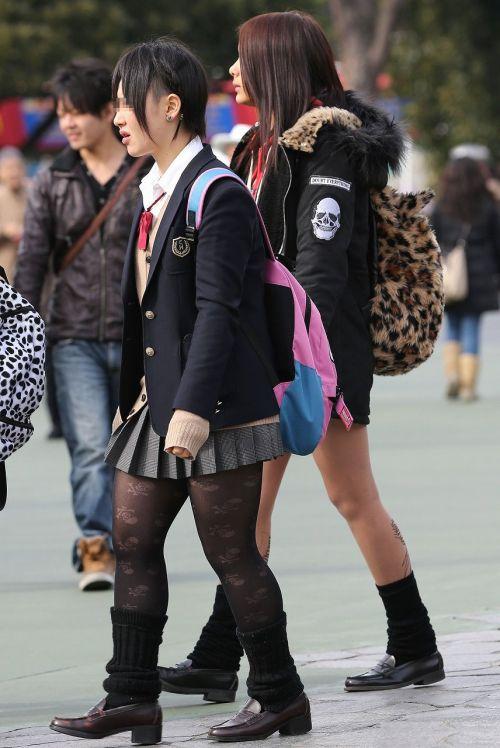 女子校生のミニスカに黒タイツが清楚かつエロく見える件 37枚 No.14