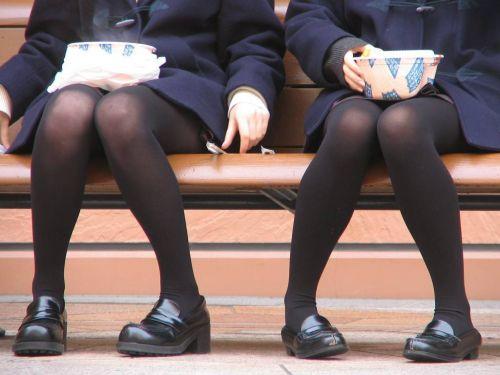 女子校生のミニスカに黒タイツが清楚かつエロく見える件 37枚 No.17
