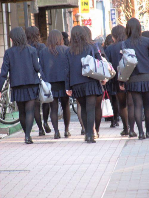 女子校生のミニスカに黒タイツが清楚かつエロく見える件 37枚 No.18