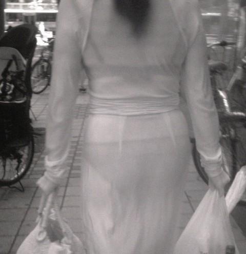 【画像】どんなパンティ履いてるか気になったら赤外線盗撮一択www 31枚 No.17