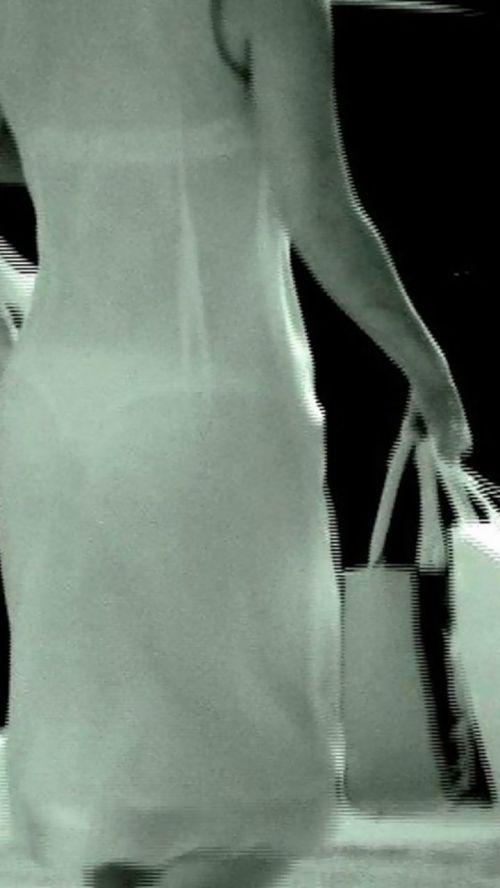 【画像】どんなパンティ履いてるか気になったら赤外線盗撮一択www 31枚 No.26