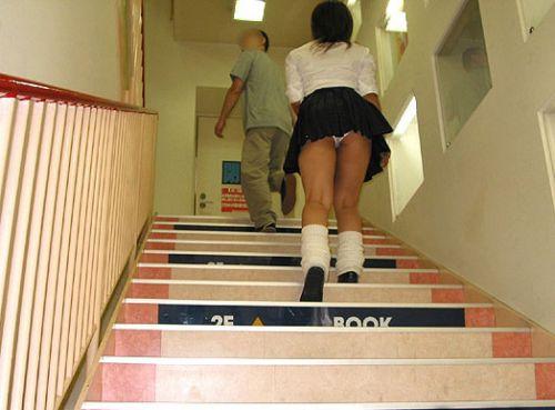 女子校生の階段パンチラ画像がエロ過ぎワロリンww 31枚 No.31