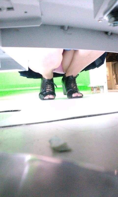 【盗撮画像】プリクラでミニスカギャルたちを逆さ撮りした結果www 38枚 No.4