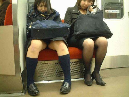 電車で座ってるJKのエッチな太ももを楽しむ盗撮画像見ちゃう? 36枚 part.12 No.1