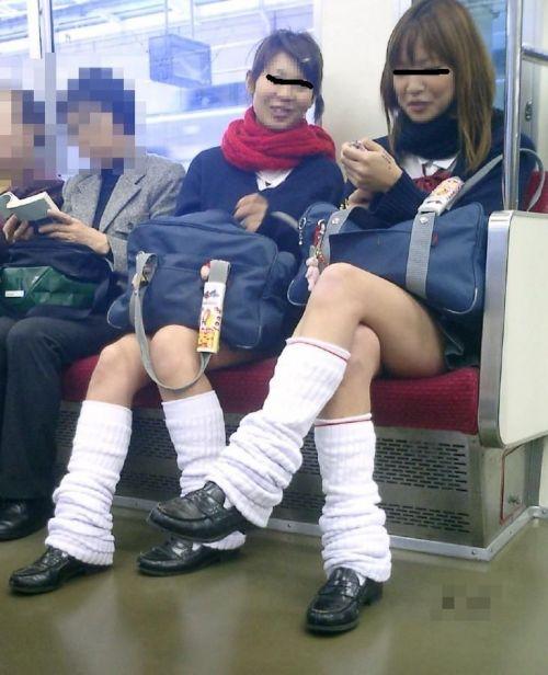 電車で座ってるJKのエッチな太ももを楽しむ盗撮画像見ちゃう? 36枚 part.12 No.4