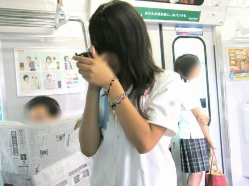 電車で座ってるJKのエッチな太ももを楽しむ盗撮画像見ちゃう? 36枚 part.12 No.10