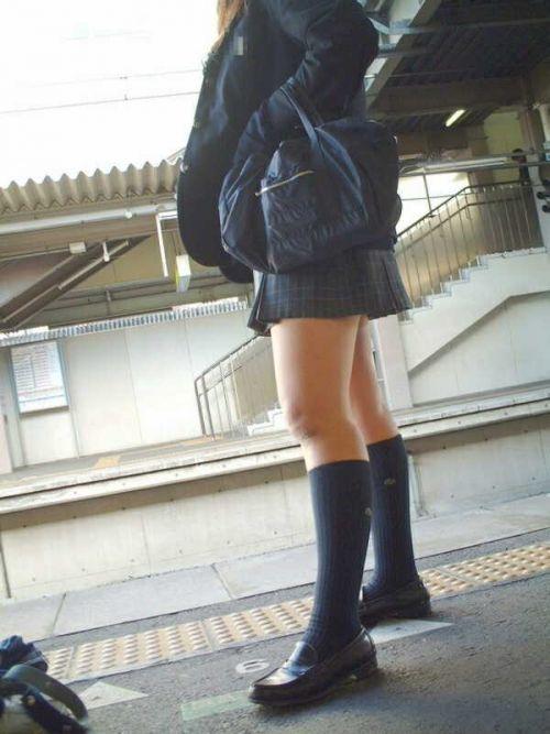 電車で座ってるJKのエッチな太ももを楽しむ盗撮画像見ちゃう? 36枚 part.12 No.17