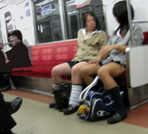 電車で座ってるJKのエッチな太ももを楽しむ盗撮画像見ちゃう? 36枚 part.12 No.26