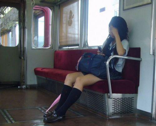 電車で座ってるJKのエッチな太ももを楽しむ盗撮画像見ちゃう? 36枚 part.12 No.27