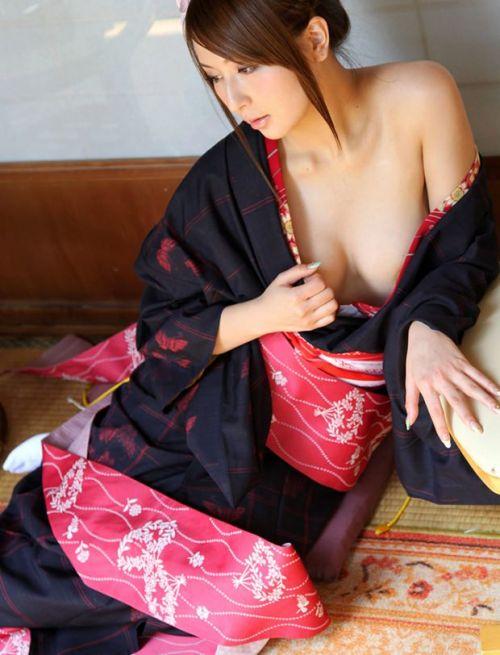 【画像】浴衣姿でおっぱいを見せつけてくる美女や熟女がエロ過ぎwww 34枚 No.14