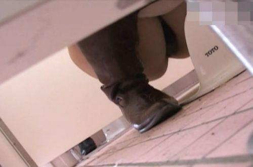 【画像】和式トイレで盗撮したOLお姉さんのまんこ周りがエロ過ぎる 35枚 No.15