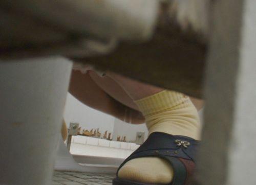 【画像】和式トイレで盗撮したOLお姉さんのまんこ周りがエロ過ぎる 35枚 No.29