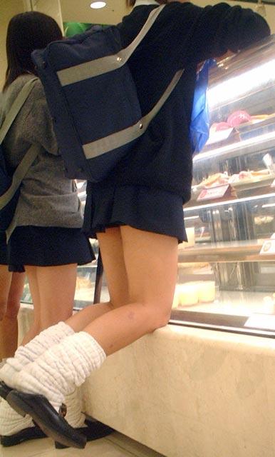 【エロ画像】JKの生脚・太ももが好き過ぎる奴ちょっと来い! No.6