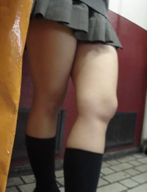 【エロ画像】JKの生脚・太ももが好き過ぎる奴ちょっと来い! No.28