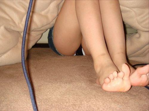 【画像】こたつでくつろいでる女の子のパンチラを盗撮した結果www 31枚 No.12