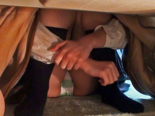 【画像】こたつでくつろいでる女の子のパンチラを盗撮した結果www 31枚 No.19
