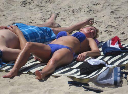 おっぱいとマンスジがエロ過ぎるビーチの盗撮画像 41枚 No.19